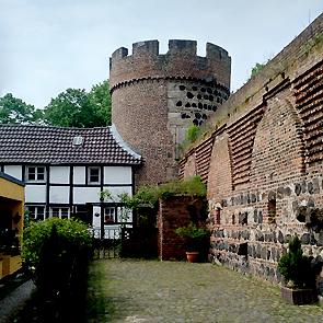 Katja_Schmitt_Zons_Kroetschen_Tower